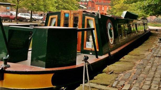 The Wandering Duck narrowboat