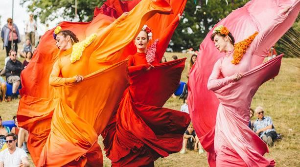 Dancers at Wilderness © Jenna Foxton