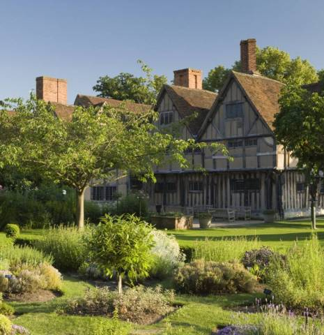 Hall's Croft. Front view of Hall's Croft and its garden, the home of Susanna Shakespeare, daughter of William Shakespeare, and her husband Dr John Hall. Half timbered lathe and plaster traditional building. Gardens in full flower in summer.