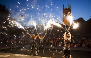 An outdoor performance at the Derby Feste