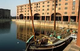 Les quais d'Albert Dock au cœur de Liverpool