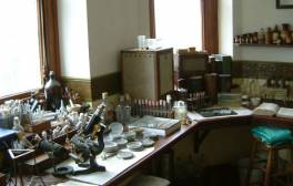 Explore Alexander Fleming's Laboratory
