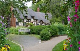 Entdecken Sie den geheimen Garten von Anne Hathaways Haus
