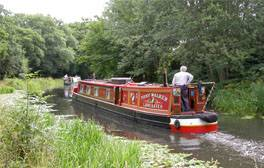 Soak up the sights of Hampshire on a canal trip