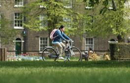 Discover Cambridge's historical beauty by bike
