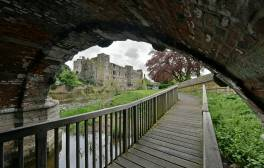 Wine and dine beside the lit-up ruins of Newark Castle