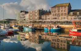 Der historische Hafen von Barbican und Sutton