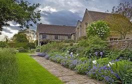 Feel Regal in Great Chalfield Manor