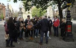 Discover Manchester's secrets on a walking tour