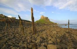 Treten Sie eine moderne Pilgerfahrt zur Heiligen Insel Lindisfarne an