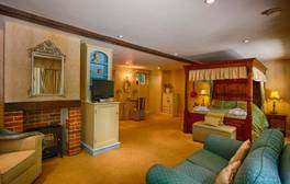 Relax on a romantic weekend mini break at Cromer Lodge
