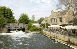 Eat and drink by the riverside, at The Trout pub, Wolvercote