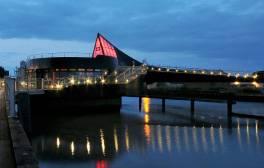 Stand on the swinging bridge on Scale Lane Bridge, Hull