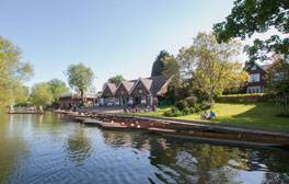 Romantic punting on the River Cherwell