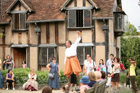 Shakespeare Aloud performing in front of tourists in the gardens of Shakespeare's Birthplace. Photo: VisitEngland/Shakespeare's Birthplace