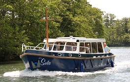 Take an autumnal River Thames cruise on a chartered boat